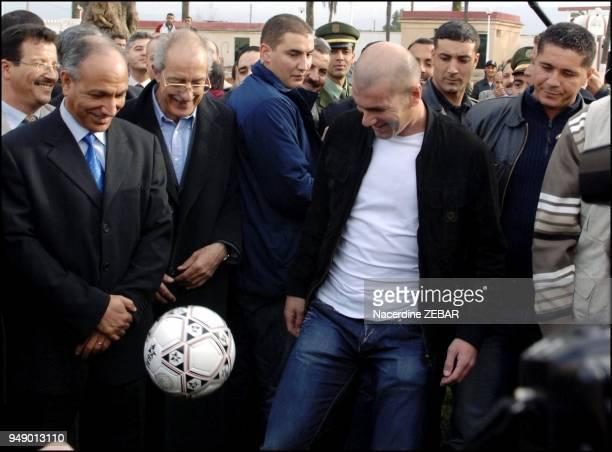 Pour son deuxieme jour en Algerie, Zinedine Zidane, s'est rendu hier apres-midi a Sidi Moussa, une localite distante de 35 km d?Alger, pour visit?...