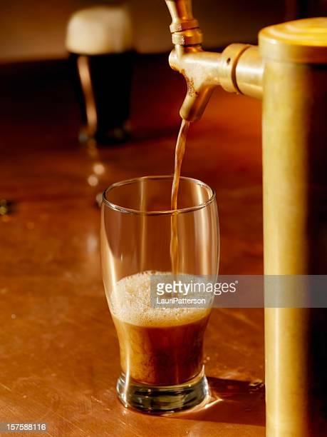 Eingießen ein Pint