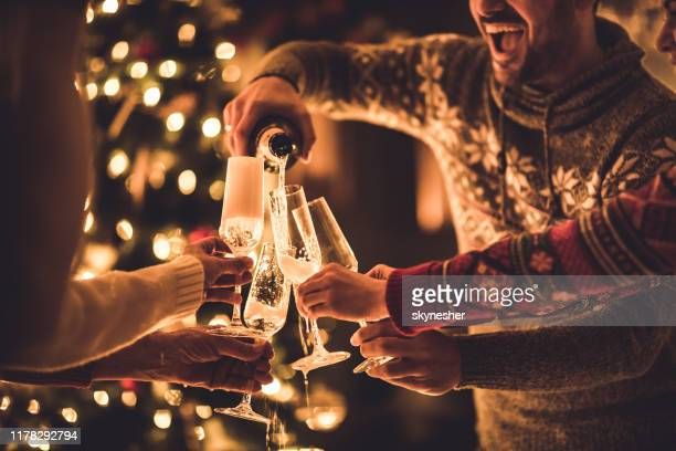 pouring champagne on new year's party! - vigilia di capodanno foto e immagini stock