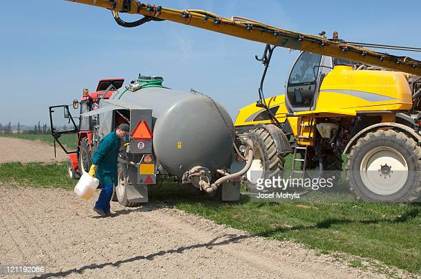 Pouring Chemical for machinery sprayer
