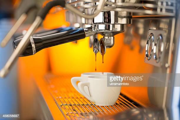 Sirve café expresso