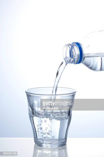 Eingießen von Wasser