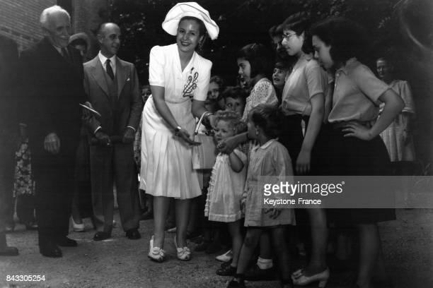 épouse du Président argentin, Eva Peron, visite l'Ecole Moderne de l'Enfance en 1947, Sèvres, France.