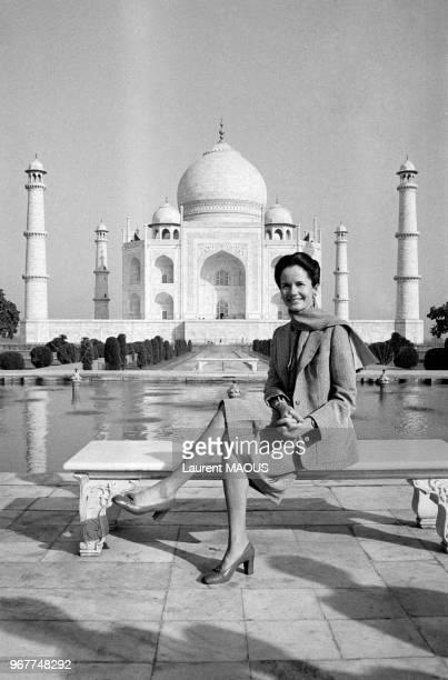 L'épouse du président de la République AnneAymone Giscard d'Estaing lors de sa visite au Taj Mahal le 27 janvier 1980 à Agra lnde