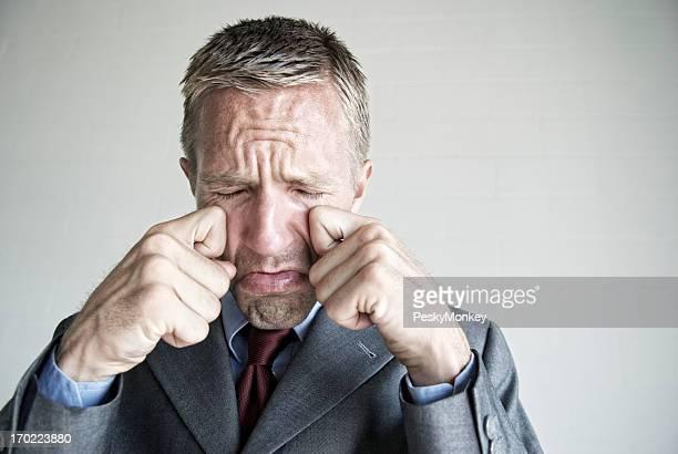 Pouting Weinen Geschäftsmann Ungezogenes Kind Wirtschaftshilfe seine Crybaby Tränen