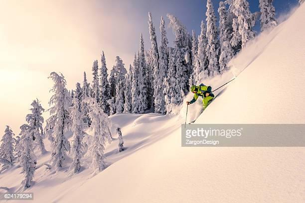 esqui na neve fofa  - neve seca e solta - fotografias e filmes do acervo