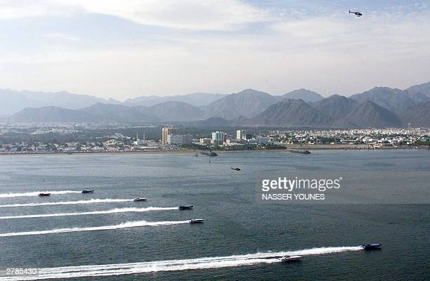 Power boats take off at the start of the Class One championship race in Fujairah 05 December 2003 Norway's Spirit of Norway driven by Bjorn Gjelsten...