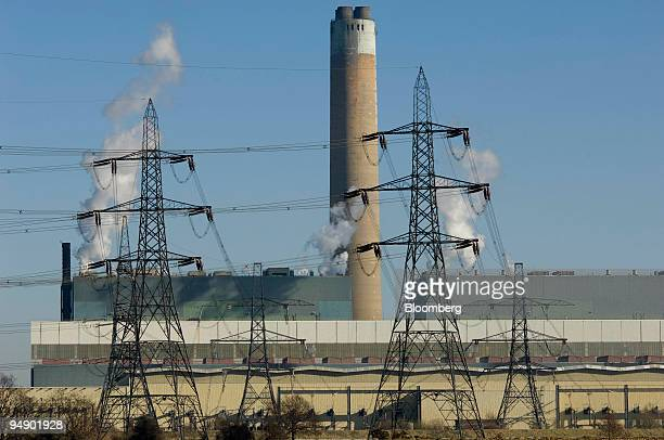 Power cables and pylons lead from Kingsnorth Power Station on the River Medway estuary near Rochester Kent UK on Sunday Feb 10 2008 Plans have been...