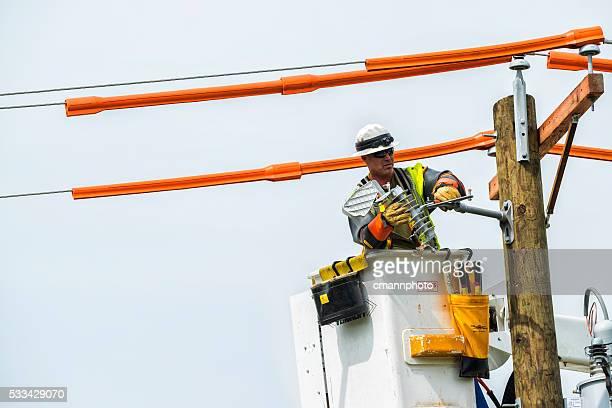 Macht Besatzungen ersetzen alten Telefonmast