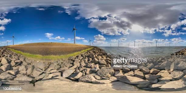 turbinas de viento (panorama de 360 grados) de generación de energía - vr 360 fotografías e imágenes de stock