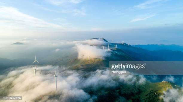 power generating windmills - curve stock pictures, royalty-free photos & images