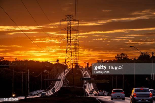 power lines between roads - クイアバ ストックフォトと画像