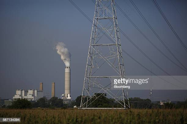 Power lines run through a cornfield outisde the Ameren Corp Sioux Power Station power plant in West Alton Missouri US on Thursday Aug 4 2016 Ameren's...