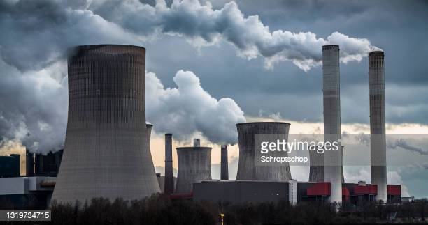 power plant with smoke stacks and cooling towers - coal fired power station stock pictures, royalty-free photos & images
