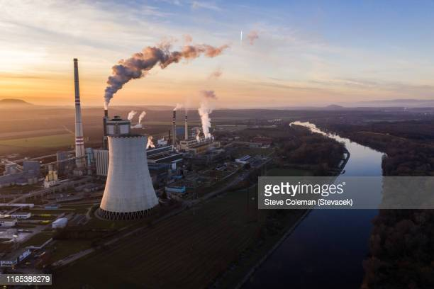 power station by the river elbe - inquinamento foto e immagini stock