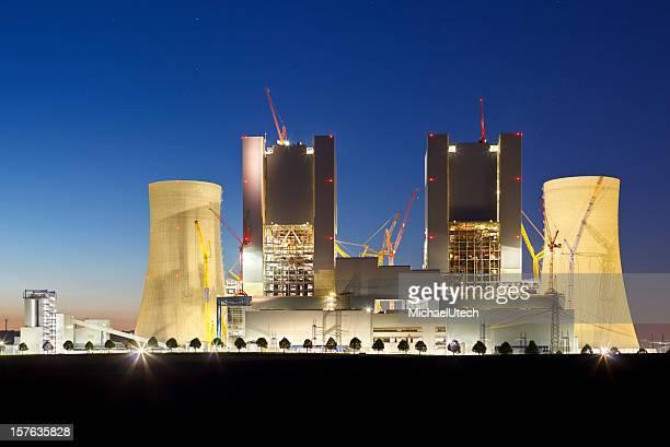 Kraftwerk Baustelle bei Nacht
