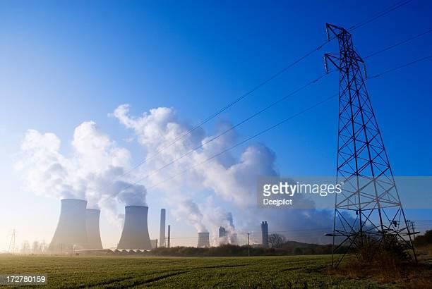 Kraftwerk mit Rauch Polution