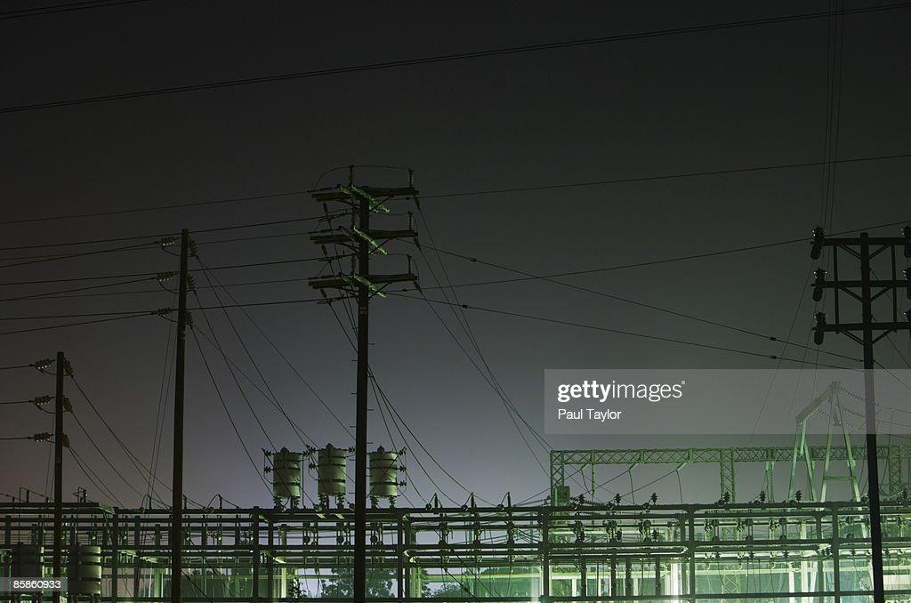 Power substation at night : Stock-Foto