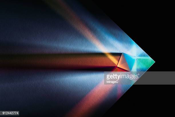 powerful and colorful light refraction - licht natuurlijk fenomeen stockfoto's en -beelden