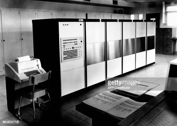 Powerful computer 'Iris 80' of the Compagnie internationale pour l'informatique is seen on September 19 1969 in Les ClayessousBois / AFP PHOTO /