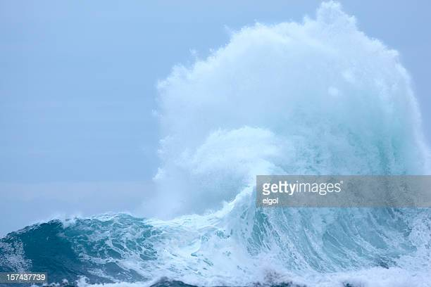 powerful exploding wave with surf and spray - tide stock pictures, royalty-free photos & images