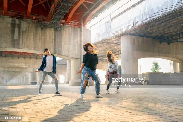 powerful hip hop dancers dancing - fast fashion stock pictures, royalty-free photos & images
