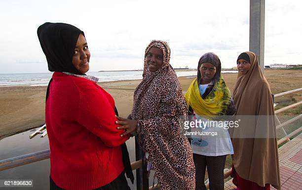 pozzallo, sicily: just-arrived somali female migrants on beach - somali woman stock photos and pictures