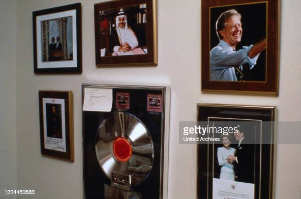 Pphotographs from Adnan Khashoggi at his desk in his office at Olympic Tower in New York, USA 1986.