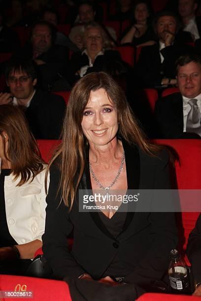 """Pr Lady Andrea Schoeller Bei Der """" 007 - Ein Quantum Trost"""" Premiere Im Cinestar Am Potsdamer Platz In Berlin Am 031108 ."""