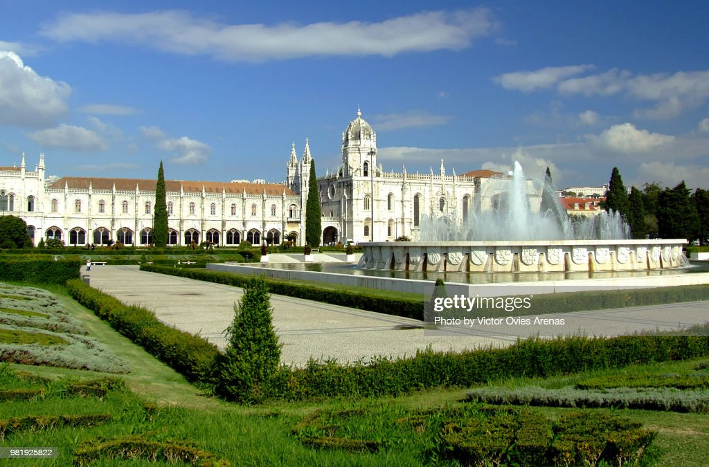 Praça do Imperio Square and the Jeronimos Monastery in Belem, Lisbon, Portugal : Foto de stock