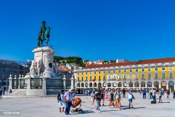 praca do comercio in lisbon, portugal - praça do comércio imagens e fotografias de stock