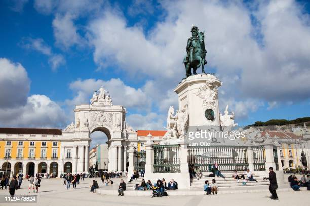 praca do comercio in lissabon, portugal - praça do comércio imagens e fotografias de stock