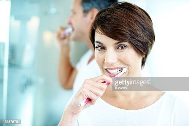 Ich Übe einen richtig guten Mundhygiene