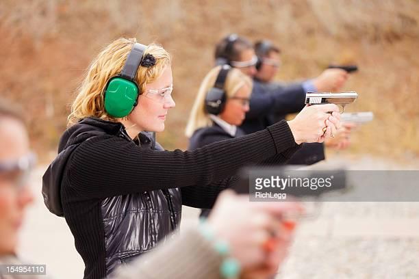 üben das shooting range - trefferversuch stock-fotos und bilder