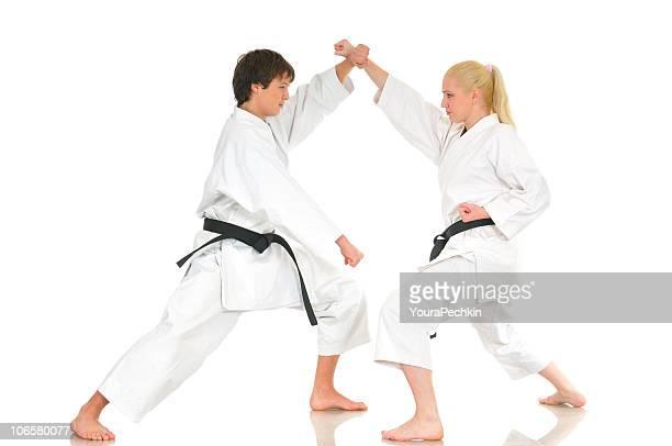 Practicar karate