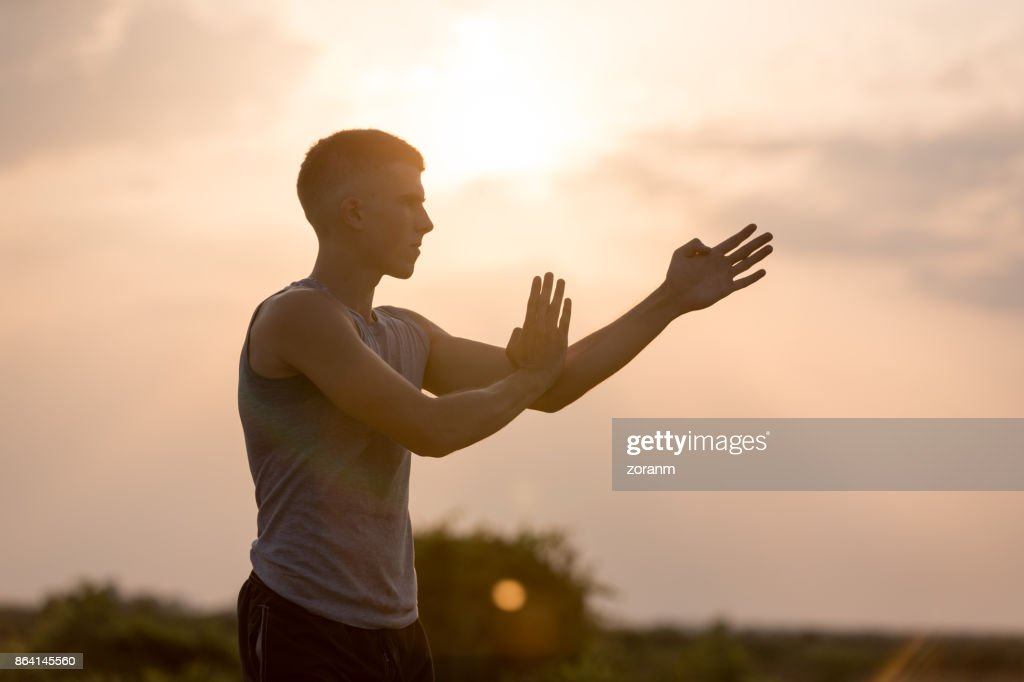 Üben Kampfkunst bei Sonnenuntergang : Stock-Foto
