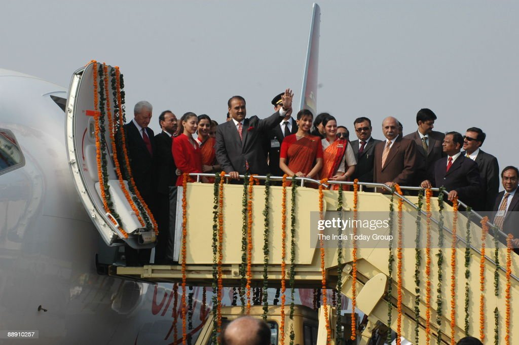 Praful Patel, Union Cabinet Minister for Civil Aviation pauses with Air India air hostesses with their new uniform during the delivery of the Boeing 737-800 Commercial Jetliner for Air India in New Delhi, 06 November 2006. Air India celebrated the deliver : News Photo