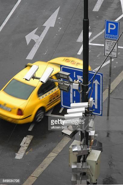 Prag, Strassenkreuzung mit Videokameras