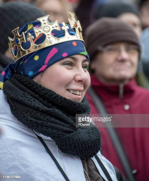 プラハのクリスマスマーケット。女性は王ヴァーツラフを装いました。