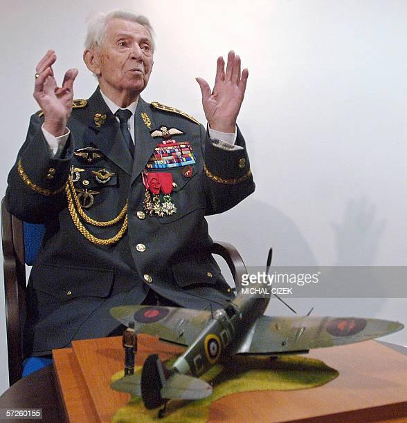 Prague, CZECH REPUBLIC: Czech World WarII pilot Frantisek Perina gestures 05 April 2006 in Prague after receiving from the Czech military, on the...