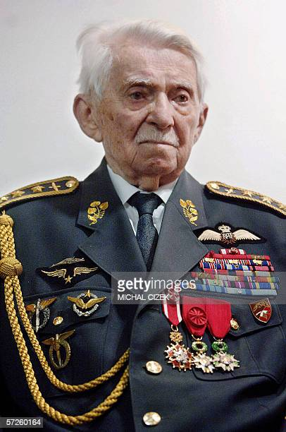 Prague, CZECH REPUBLIC: Czech World WarII pilot Frantisek Perina meets journalists 05 April 2006 in Prague after receiving from the Czech military,...