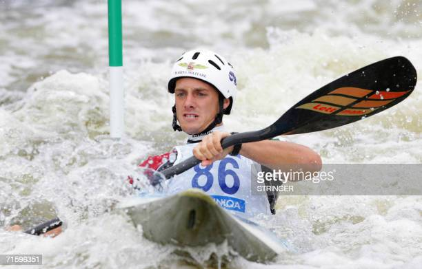 Italy's Stefano Cipressi competes in the K1 men race at the ICF Canoe/Kayak Slalom Racing World Championships 2006 in Prague 06 August 2006 AFP PHOTO...