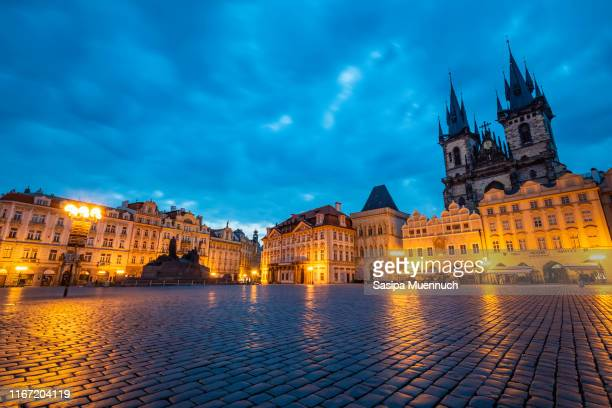 prague old town square in the early morning - プラハ 旧市街広場 ストックフォトと画像