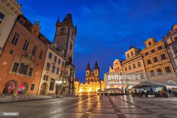 prague, old town square - プラハ 旧市街広場 ストックフォトと画像