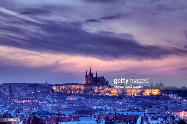prague twilight view of hradcany castle - hradcany castle stock pictures, royalty-free photos & images