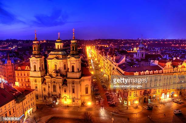 prague twilight view of old town square - st nicholas' church stock pictures, royalty-free photos & images