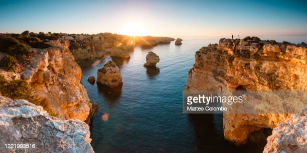 praia da marinha panoramic, faro, algarve, portugal - rocky coastline stock pictures, royalty-free photos & images