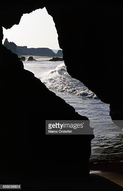 praia de rocha, algarve, portugal, europe - marco cristofori fotografías e imágenes de stock