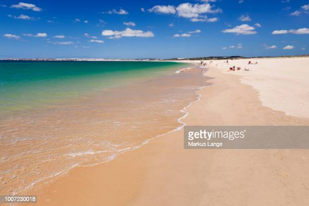 praia de tres irmaos beach, atlantic ocean, alvor, algarve, portugal, europe - três pessoas stock pictures, royalty-free photos & images
