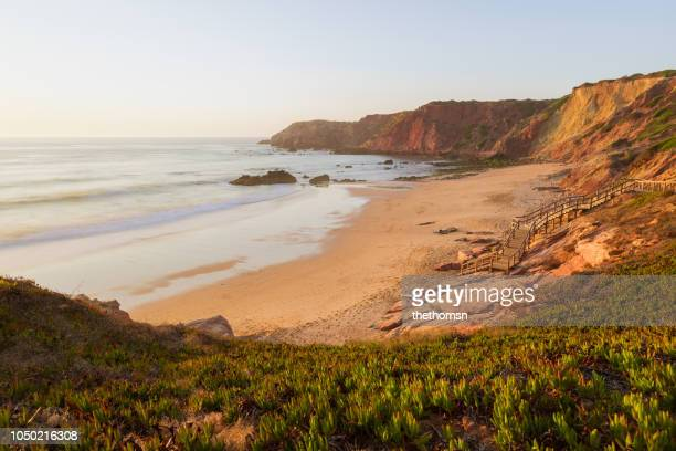 praia do amado during sunset, algarve, westcoast of portugal - idílico fotografías e imágenes de stock